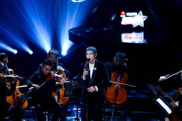 金曲歌王蕭敬騰搭配J.Lindeberg西裝外套 橫霸中國歌唱舞台