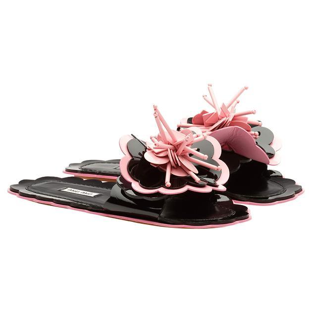 Miu Miu 夏日泳池壓印拖鞋系列